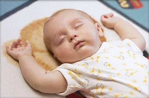 bệnh trẻ em, trẻ sơ sinh bị run tay chân