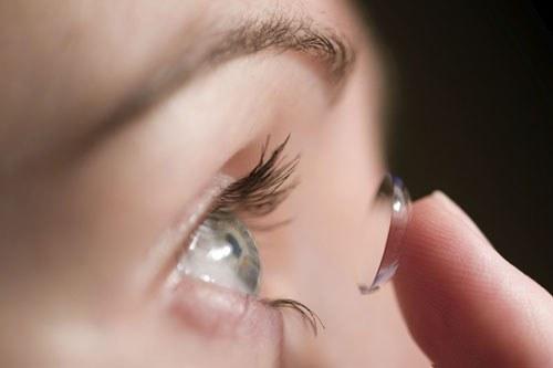 Phải làm gì để phòng bệnh viêm loét giác mạc?