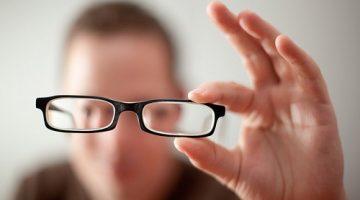 Những thói quen vô tình dẫn đến tăng độ cận thị nhanh hơn