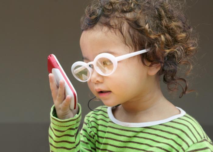 Những thói quen vô tình khiến bạn bị tăng độ cận thị nhanh hơn